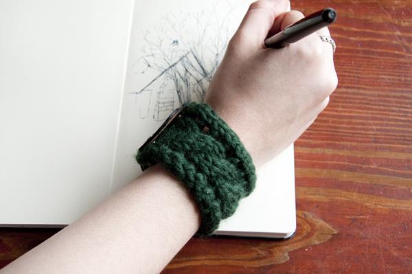 Як зв'язати браслет спицями - 12