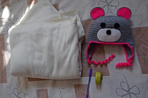 Як викроїти і вшити підкладку із флісу у в'язану шапочку з вушками - 1