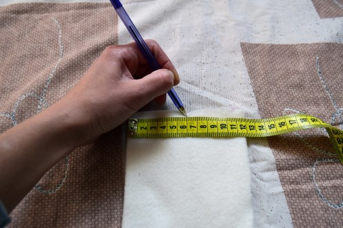 Як викроїти і вшити підкладку із флісу у в'язану шапочку з вушками - 10