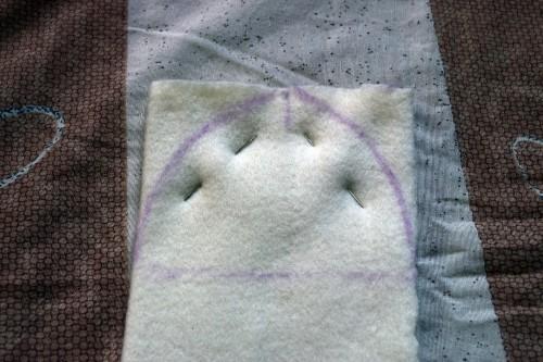 Як викроїти і вшити підкладку із флісу у в'язану шапочку з вушками - 14