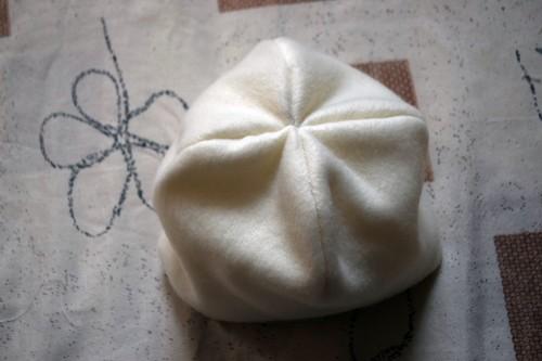 Як викроїти і вшити підкладку із флісу у в'язану шапочку з вушками - 20