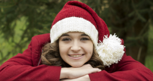 В'язана новорічна шапочка спицями
