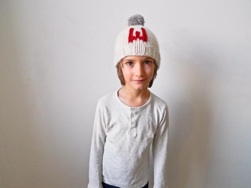 В'язані шапочки з монограмами для будь-якого віку - 1