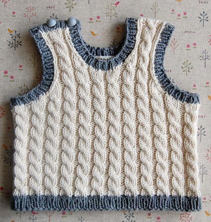 Жилетка (безрукавка) для немовляти до 6 місяців спицями - 1