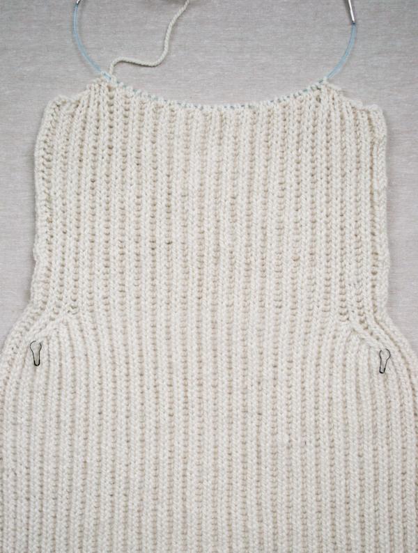 Тепла жилетка (безрукавка) спицями - 10