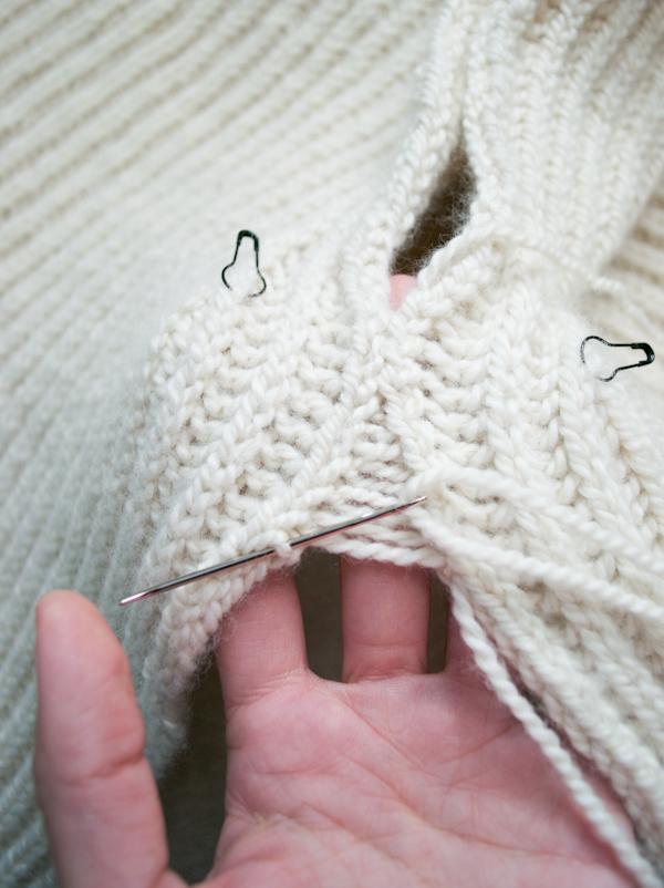 Тепла жилетка (безрукавка) спицями - 13
