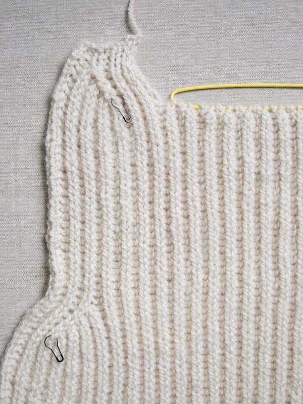 Тепла жилетка (безрукавка) спицями - 8