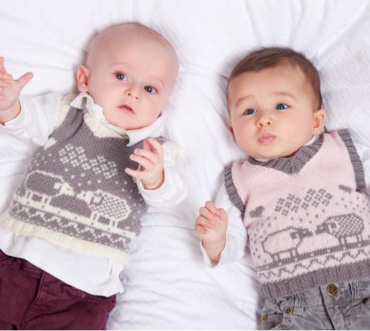 В'язана жилетка (безрукавка) для немовляти до року
