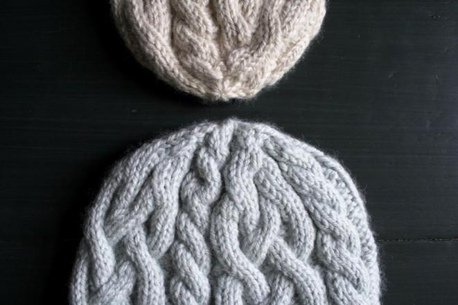 В'язана шапочка з косами спицями - 6