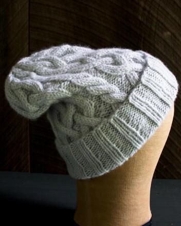 В'язана шапочка з косами спицями - 8