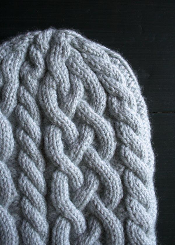 В'язана шапочка з косами спицями - 2