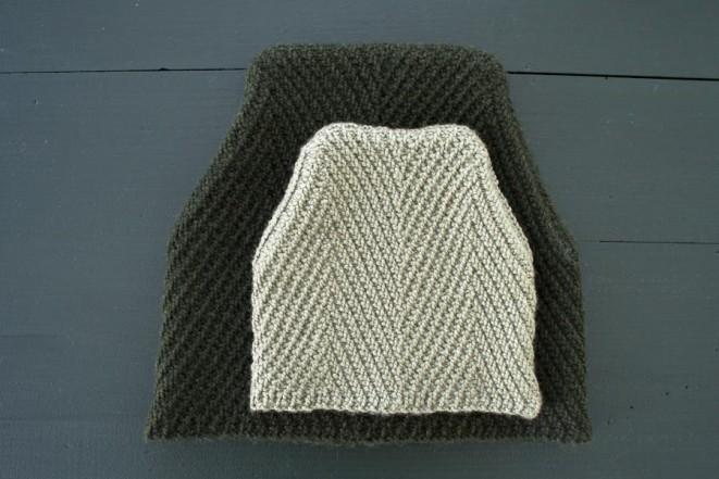 В'язана шапочка із зігзагами спицями - 1