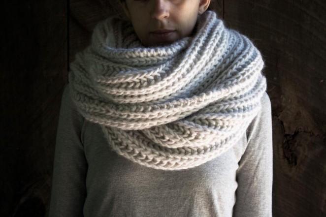 В'язаний об'ємний шарф спицями - 6