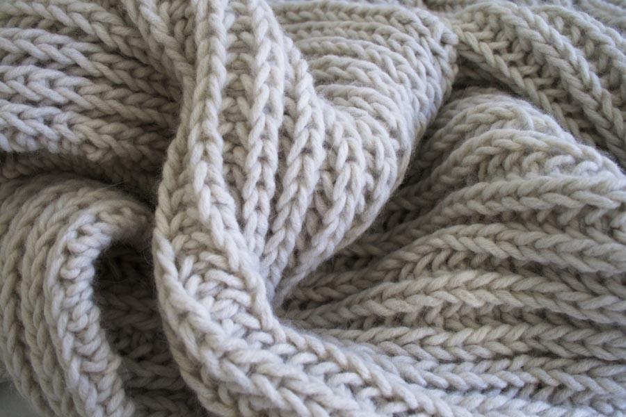 В'язаний об'ємний шарф спицями - 3