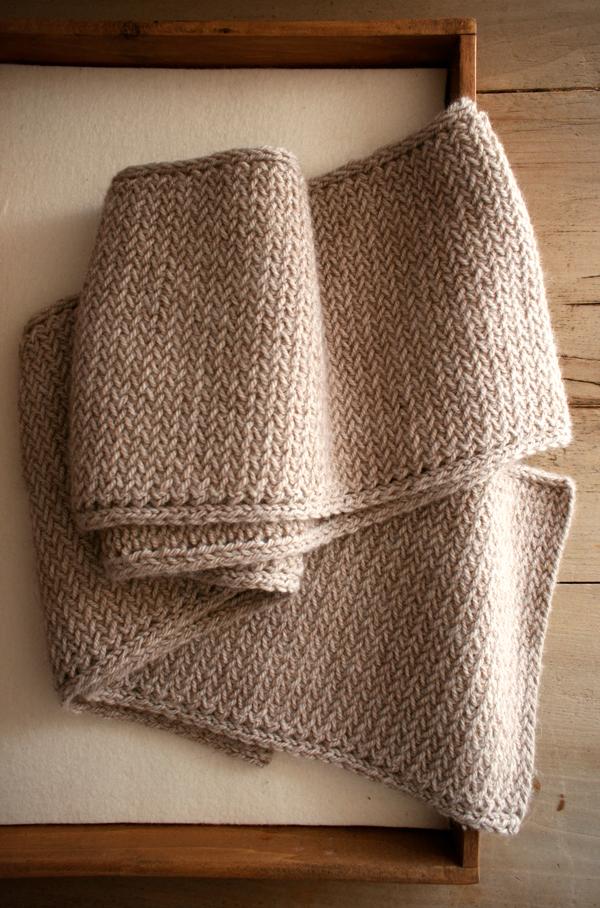 В'язаний чоловічий шарф спицями для початківцівВ'язаний чоловічий шарф спицями для початківців - 3