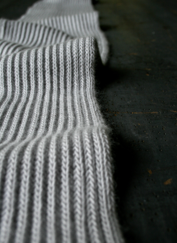 В'язаний шарф англійською резинкою спицями - 2