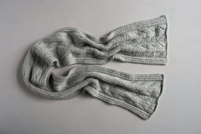 Красивий шарф спицями з рельєфним візерунком - 4