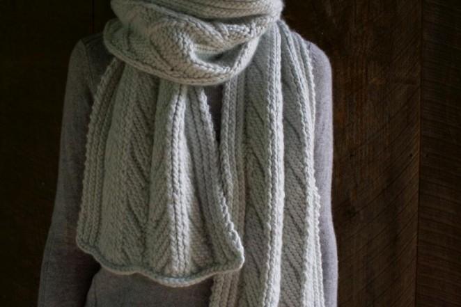 Красивий шарф спицями з рельєфним візерунком - 5