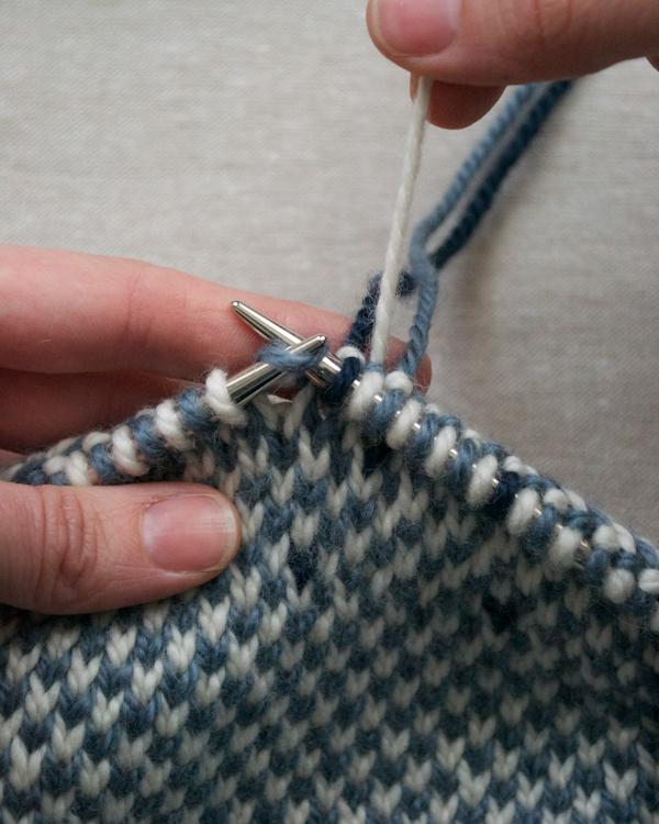 В'язаний жакардовий шарф спицями - 4