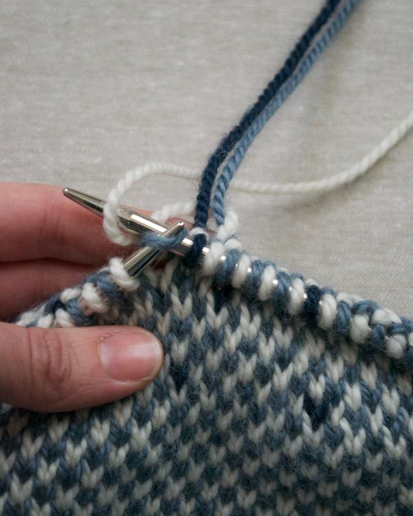 В'язаний жакардовий шарф спицями - 5