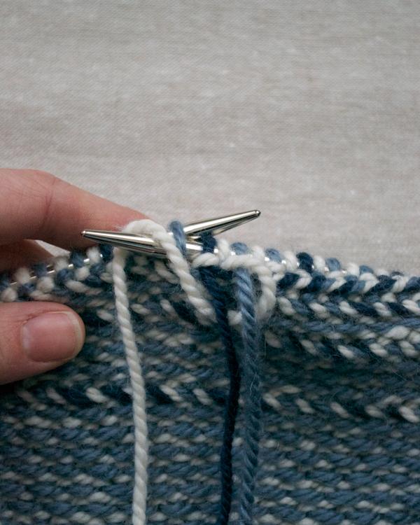 В'язаний жакардовий шарф спицями - 7