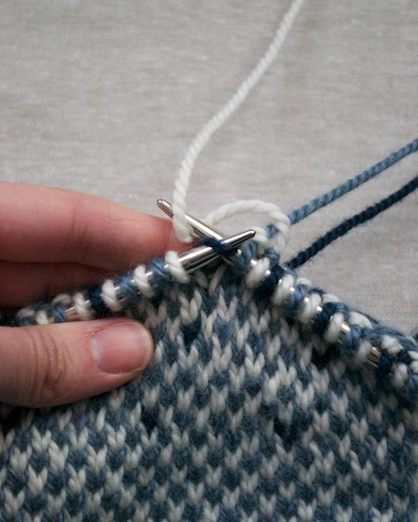 В'язаний жакардовий шарф спицями - 9