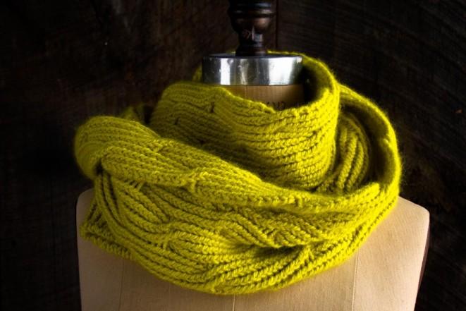 В'язаний жіночий шарф спицями - 4