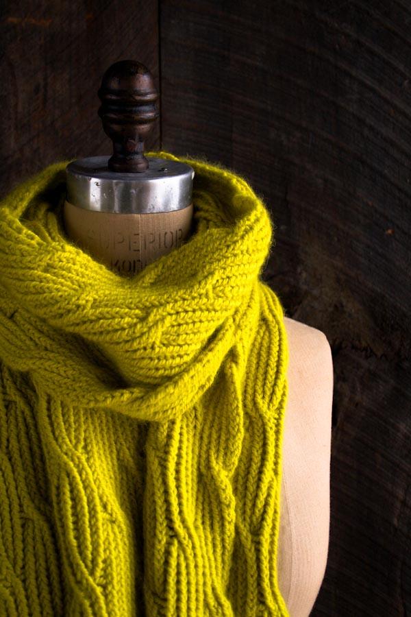 В'язаний жіночий шарф спицями - 6