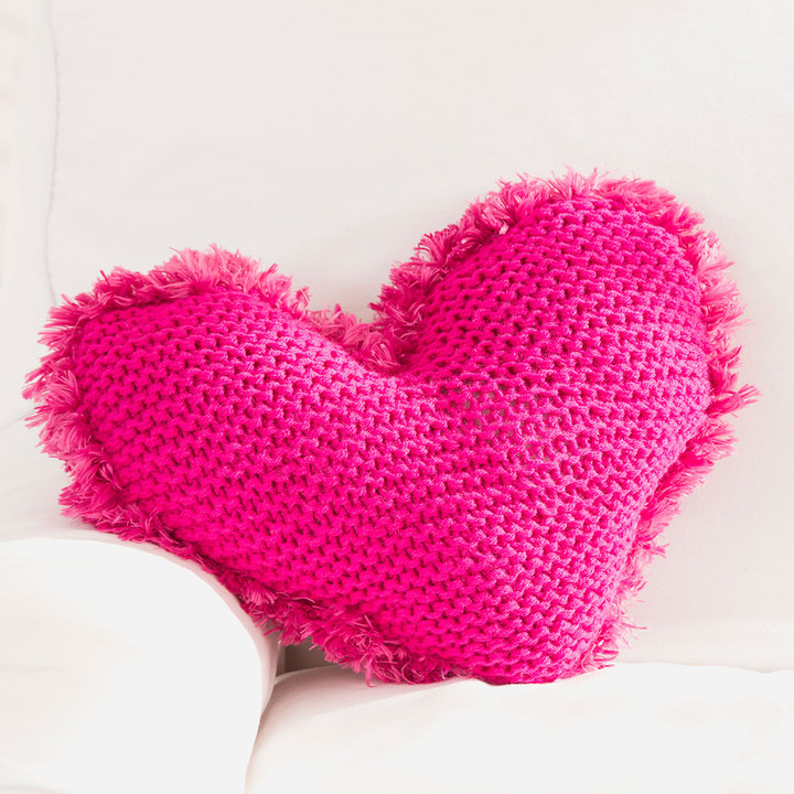 Подушка у формі серденька спицями - 2
