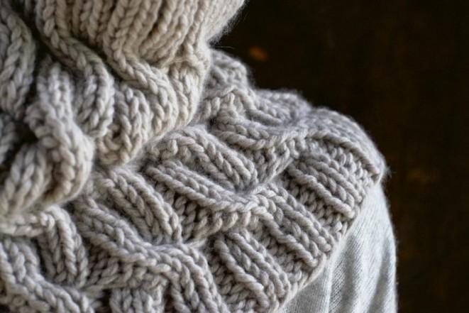 В'язаний снуд (шарф-хомут) косами - 3