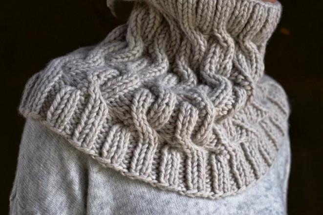 В'язаний снуд (шарф-хомут) косами - 4