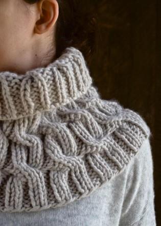 В'язаний снуд (шарф-хомут) косами - 5