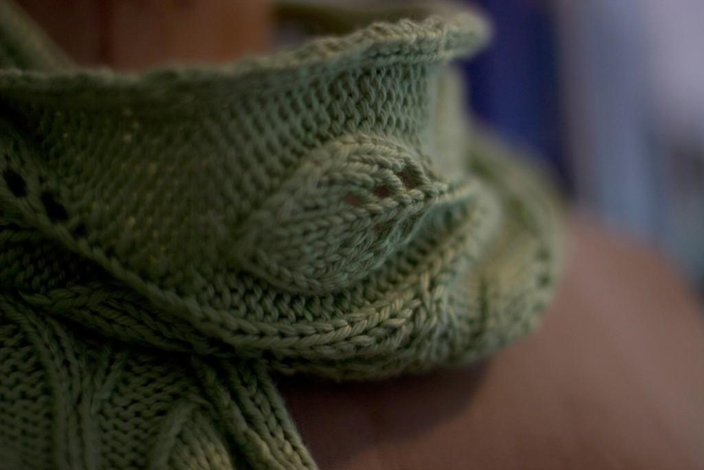 В'язаний шарф з ажурним візерунком - 3