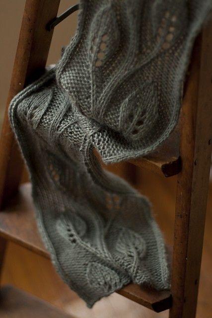 В'язаний шарф з ажурним візерунком - 4