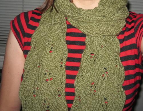 В'язаний шарф з ажурним візерунком - 6
