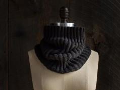 В'язаний шарф хомут в один оберт