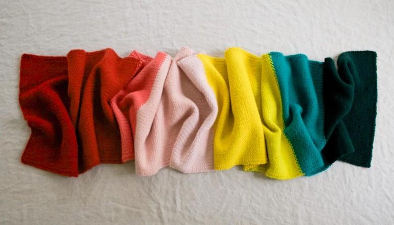 В'язаний широкий шарф у кілька кольорів - 4