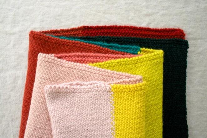 В'язаний широкий шарф у кілька кольорів - 5