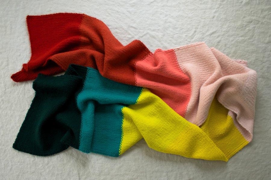 В'язаний широкий шарф у кілька кольорів - 8