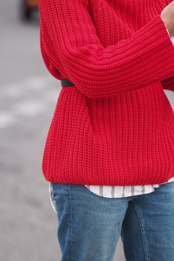 Червоний джемпер у вуличній моді - 2