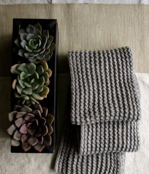 Теплий зимовий шарф спицями