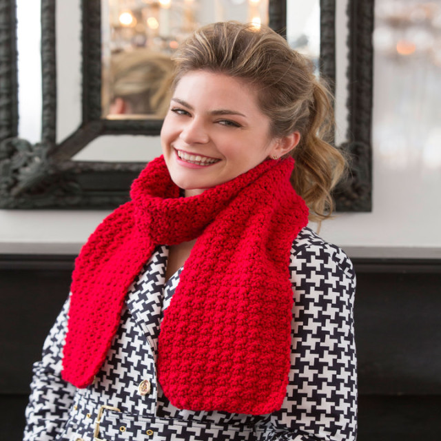 В'язаний червоний шарф гачком - 1
